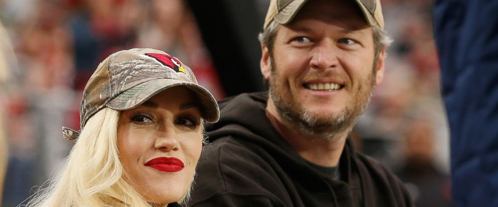 PHOTO: Musicians Gwen Stefani and Blake Shelton attend the NFL game between the Green Bay Packers and Arizona Cardinals at the University of Phoenix Stadium on Dec. 27, 2015 in Glendale, Ariz.