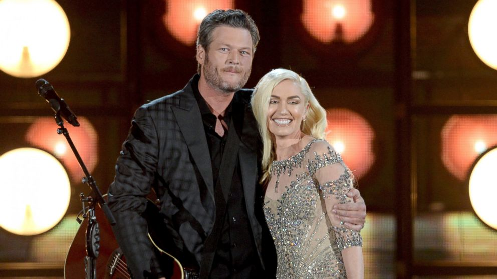 Gwen Stefani Says Shes So Lucky to Be Dating Blake Shelton: Photo Gwen Stefani hangs at a hotel with a group of pals on Saturday (February in Palm Beach.