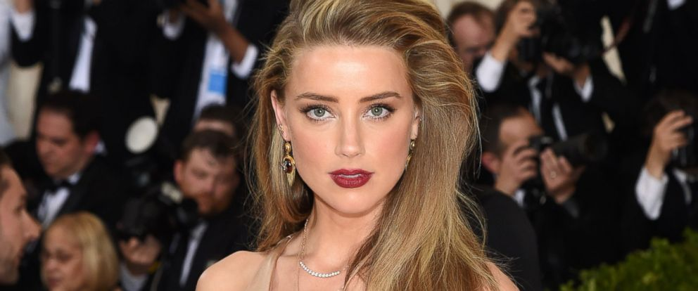 "PHOTO: Amber Heard attends the ""Manus x Machina: Fashion In An Age Of Technology"" Costume Institute Gala at Metropolitan Museum of Art, May 2, 2016, in New York City."