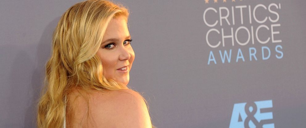 PHOTO: Amy Schumer arrives at the 21st Annual Critics Choice Awards at Barker Hangar, Jan. 17, 2016, in Santa Monica, Calif.