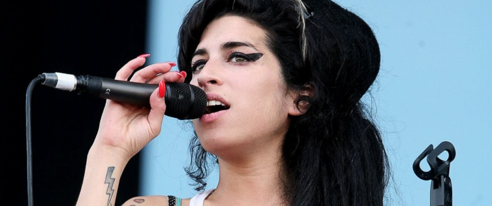 PHOTO: Amy Winehouse performs on stage on the second day of the Isle of Wight Festival 2007 in Newport, June 9, 2007 on the Isle of Wight, England.