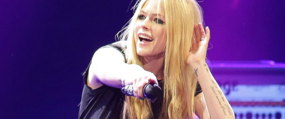 PHOTO: Avril Lavigne performs during the Y 100 Jingle Ball, Dec. 20, 2013 in Sunrise, Fla.