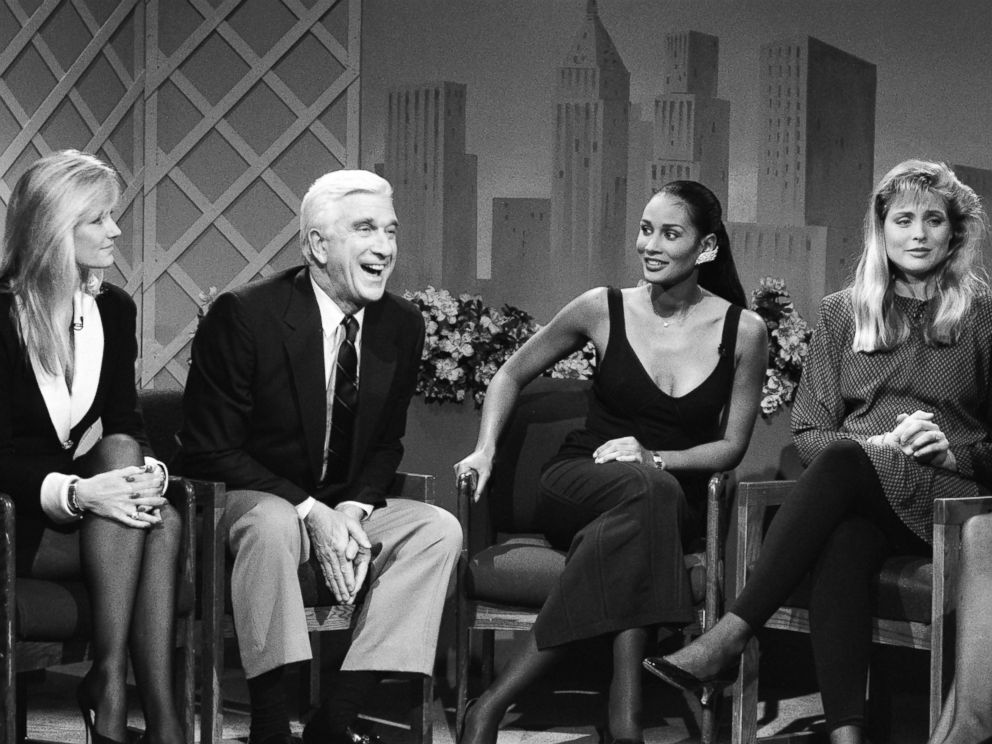 PHOTO: From left, Kim Alexis, Leslie Nielsen, Beverly Johnson, and Cheryl Tiegs are pictured during a taping of Saturday Night Live on Feb. 18, 1989.