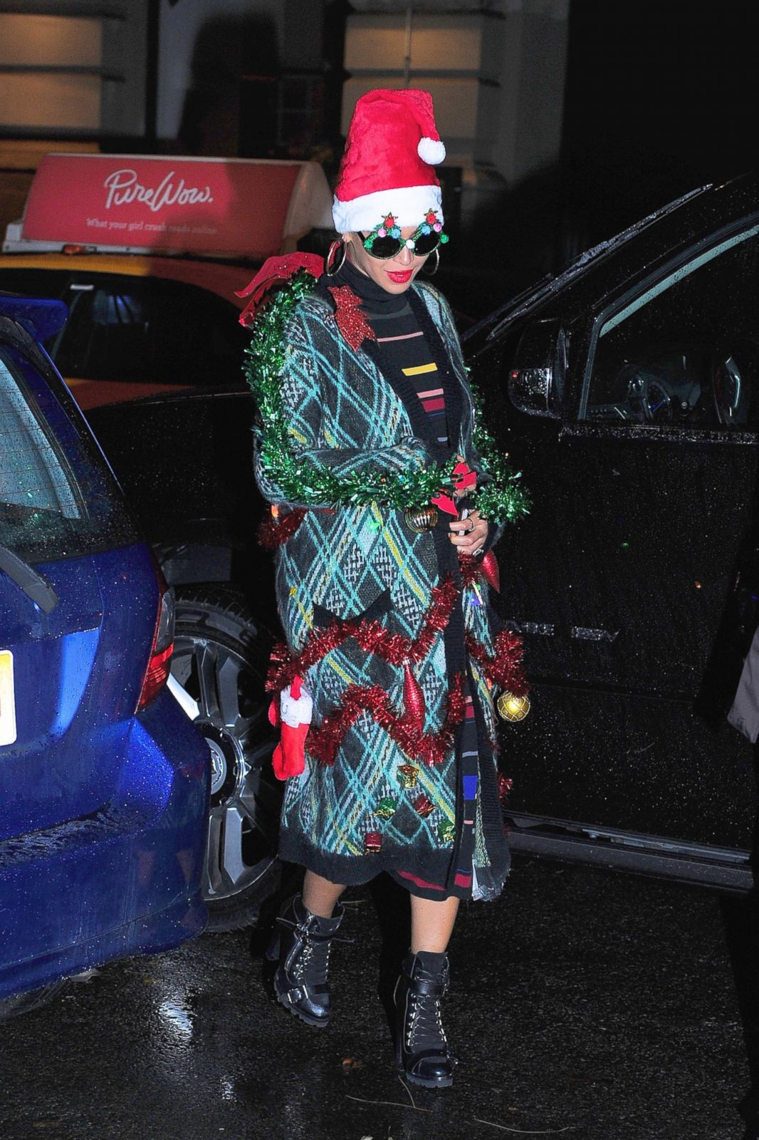 dbfedf62ca485 Beyonce Leaves Her Office Decked Out in Tinsel Picture