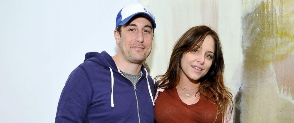 PHOTO: Jason Biggs, left, and Jenny Mollen, right, are pictured on Feb. 1, 2014 in Santa Monica, Calif.
