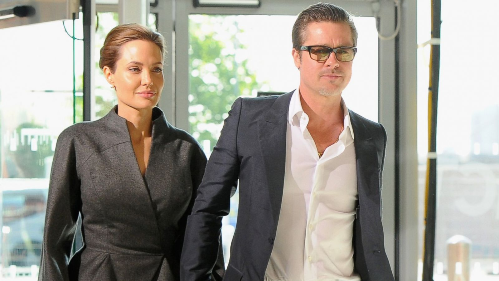 All The Details Brad Pitt And Angelina Jolie Are Married Abc News
