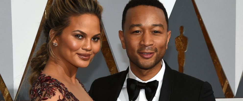 PHOTO: Chrissy Teigen, left, and recording John Legend attend the 88th Annual Academy Awards at Hollywood & Highland Center, Feb. 28, 2016 in Hollywood, Calif.