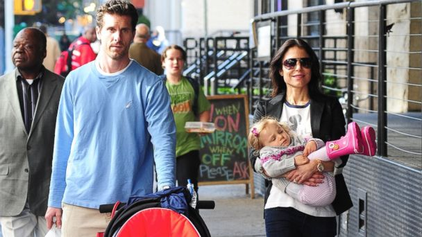 PHOTO: Jason Hoppy and Bethenny Frankel walk with their daughter Bryn Hoppy in New York, May 1, 2012.