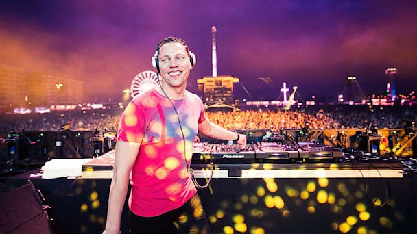 PHOTO: Tiesto performs in London