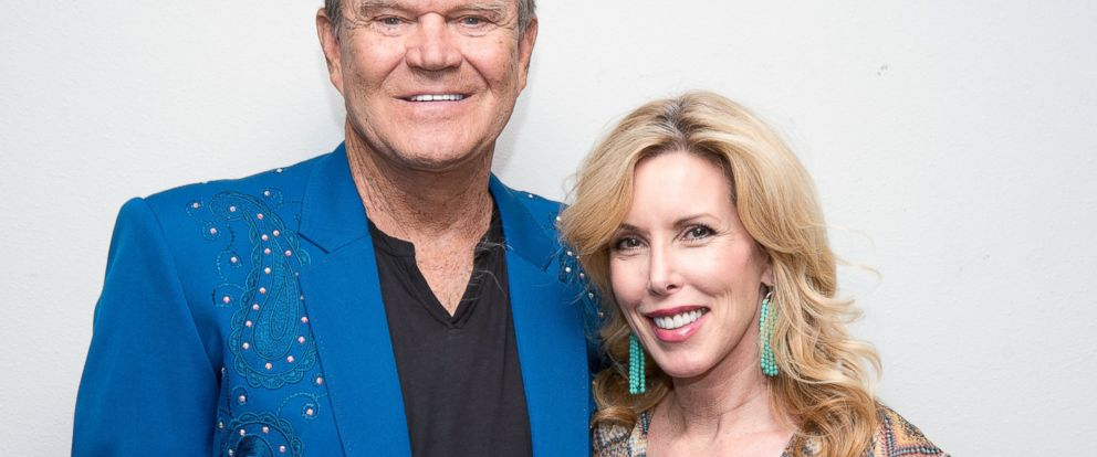 PHOTO: Glen Campbell poses backstage with Kim Campbell following his Goodbye Tour performance at Route 66 Casinos Legends Theater, July 29, 2012, in Albuquerque, N.M.
