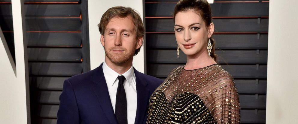 PHOTO: Adam Shulman and Anne Hathaway arrive at the 2016 Vanity Fair Oscar Party Hosted By Graydon Carter at Wallis Annenberg Center for the Performing Arts, Feb. 28, 2016, in Beverly Hills, Calif.