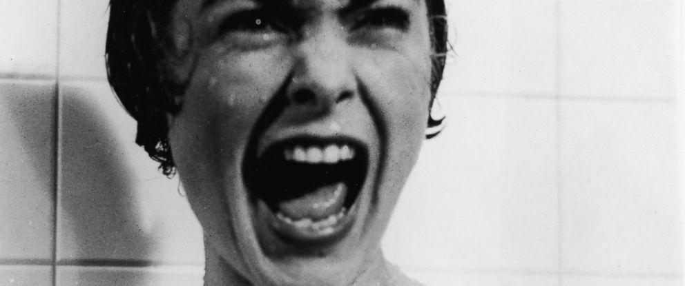 Jamie Lee Curtis Recreates Mom's 'Psycho' Shower Scene for