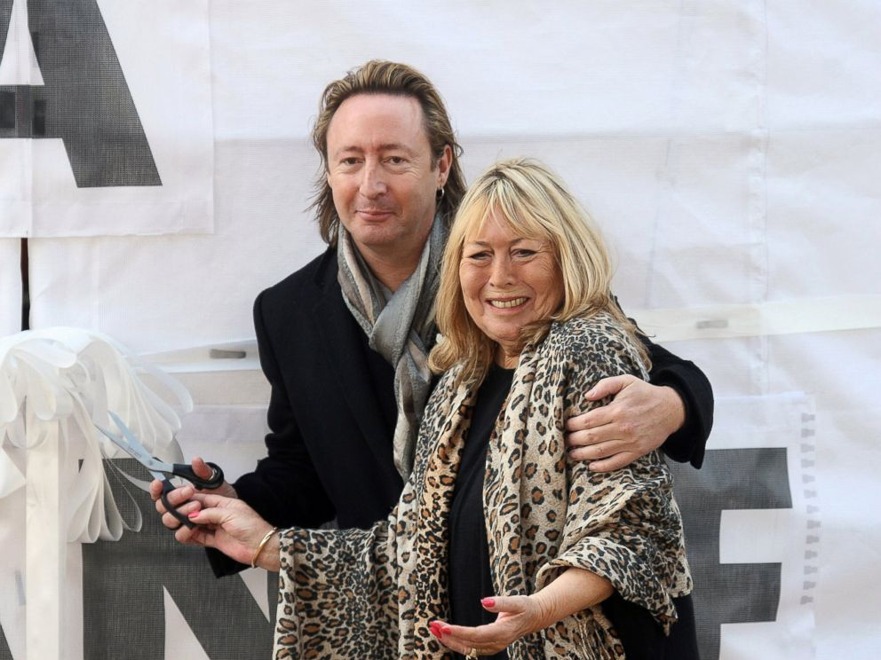 PHOTO Julian Lennon And Cynthia The Son First Wife Of John
