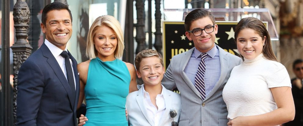 PHOTO: Kelly Ripa and Mark Consuelos with their children attend the ceremony honoring Kelly Ripa with a Star on The Hollywood Walk of Fame, Oct. 12, 2015 in Hollywood, Calif.