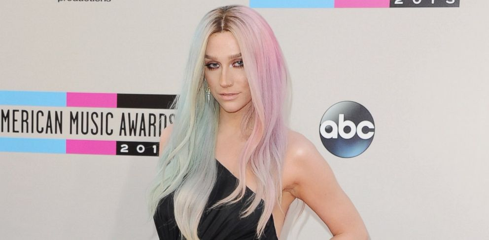 PHOTO: Singer Kesha arrives at the 2013 American Music Awards on Nov. 24, 2013 in Los Angeles, Calif.