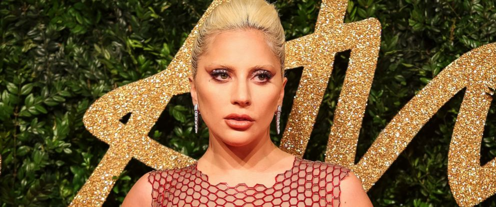 PHOTO:Lady Gaga poses for pictures on the red carpet upon arrival to attend the British Fashion Awards 2015 in London, Nov. 23, 2015.