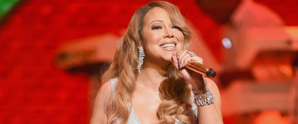PHOTO: Mariah Carey performs at the Beacon Theatre, Dec. 15, 2014 in New York.