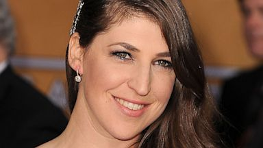 PHOTO: Mayim Bialik arrives at the 19th Annual Screen Actors Guild Awards at The Shrine Auditorium, Jan. 27, 2013 in Los Angeles.