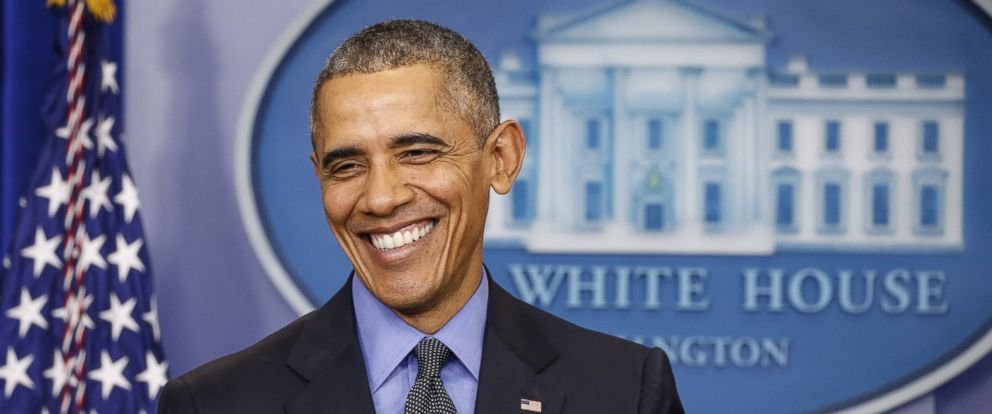 PHOTO: President Barack Obama smiles at the end of the year news conference at the White House in Washington on Dec. 18, 2015.