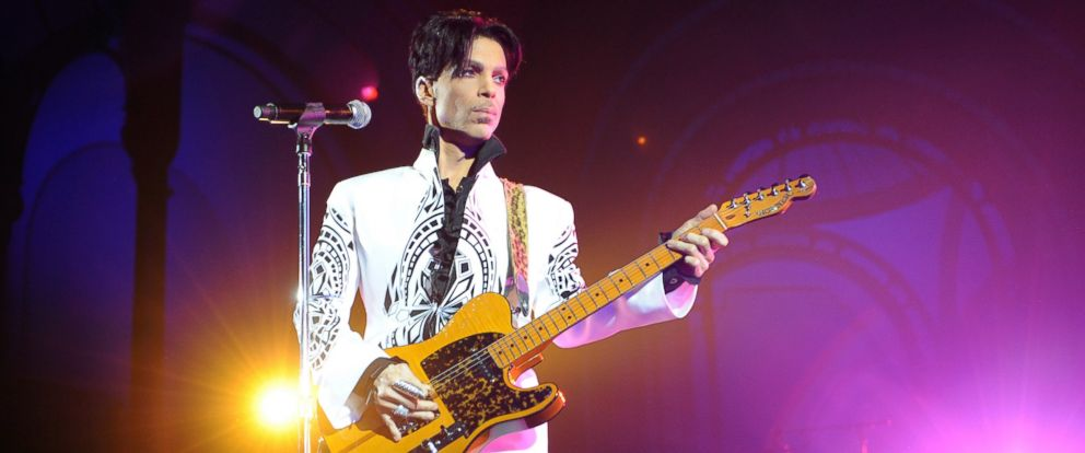 PHOTO: Prince performs at the Grand Palais in Paris, Oct. 11, 2009.