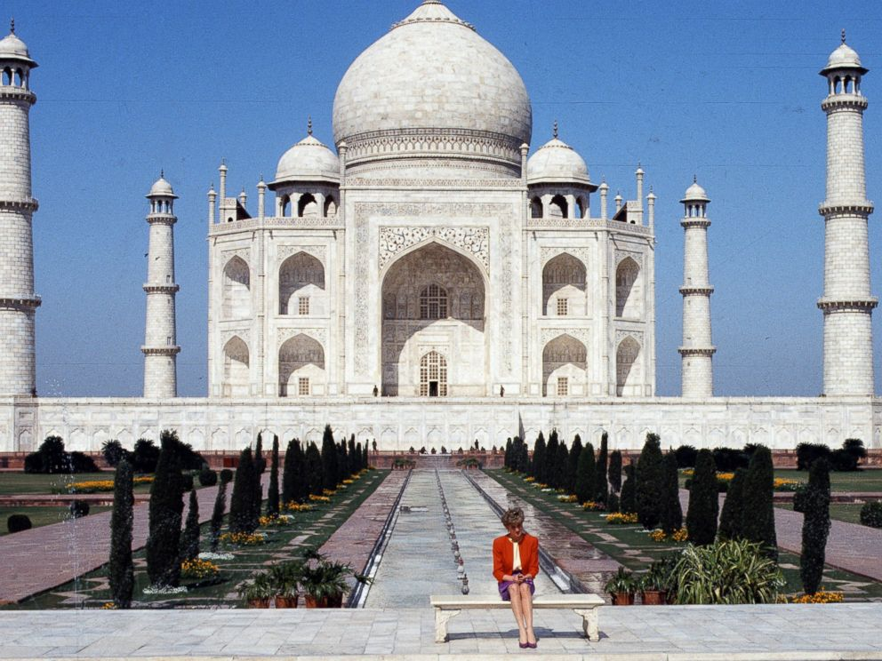 PHOTO:Princess Diana poses at the Taj Mahal during her visit in Agra, India, Feb. 11, 1992.