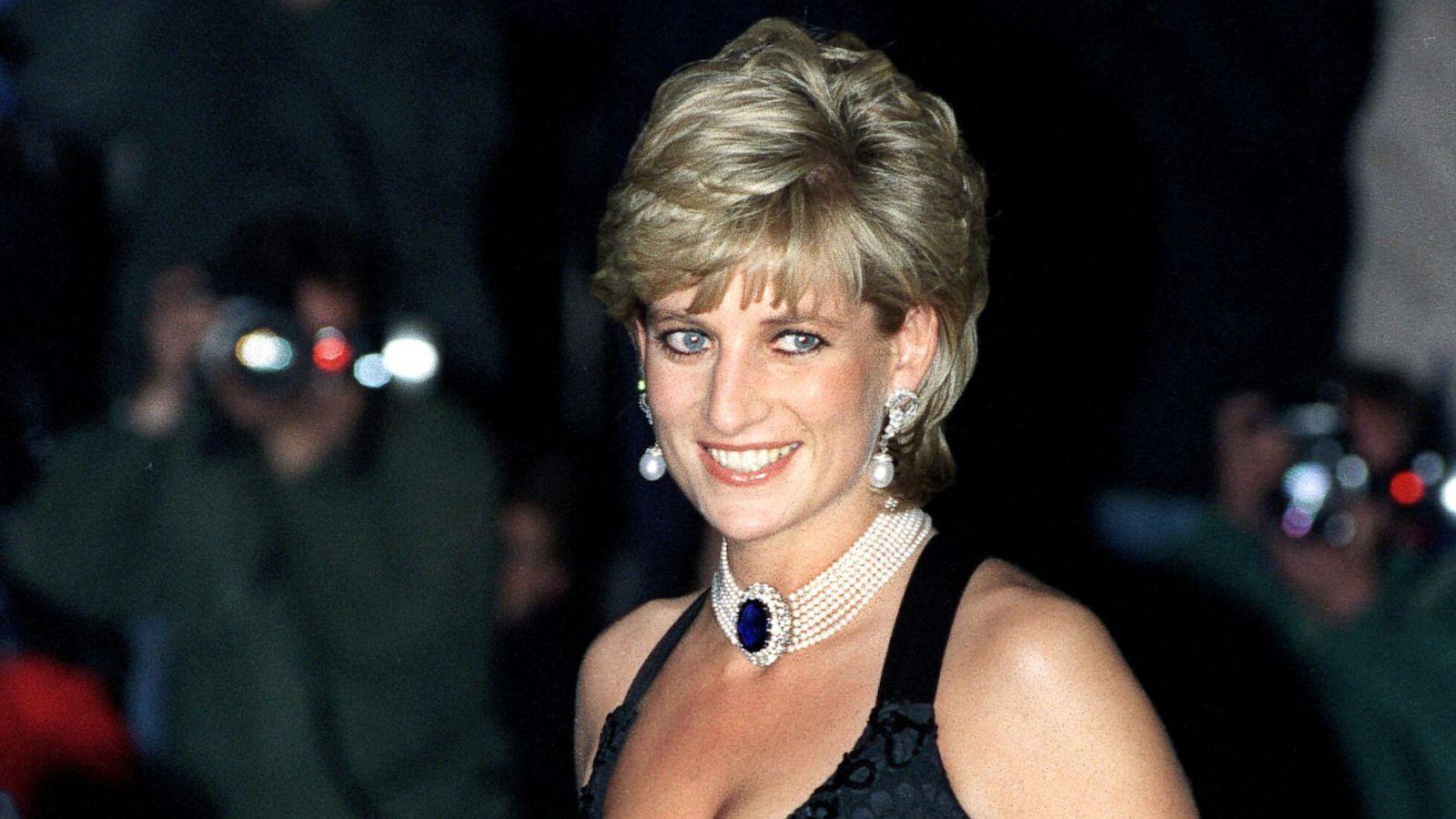 Diana piercing princess Female Genital