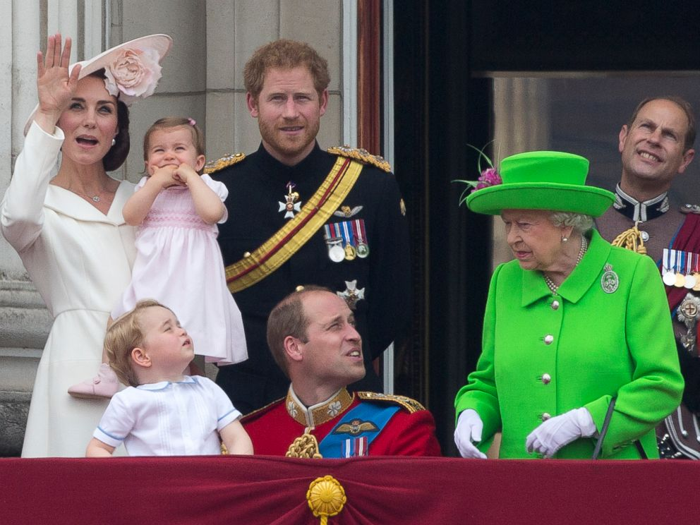 PHOTO: The royal family stands on the balcony of Buckingham Palace to watch a fly-past of aircrafts by the Royal Air Force, in London, June 11, 2016.