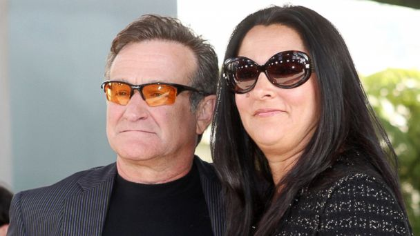 """PHOTO: Robin Williams and Marsha Garces pose at the premiere of Warner Bros. Pictures """"License to Wed"""" at the Cinerama Dome Theater, June 25, 2007, in Los Angeles."""
