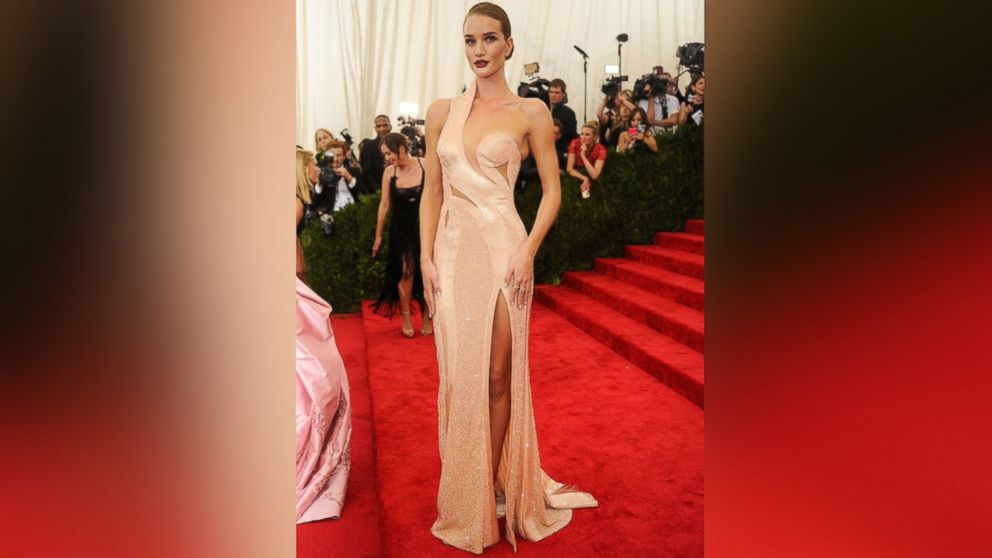 Rosie Huntington-Whiteley arrives at 'China: Through The Looking Glass' Costume Institute Benefit Gala at the Metropolitan Museum of Art in New York, May 4, 2015.