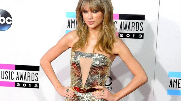 PHOTO: Taylor Swift arrives at the 2013 American Music Awards at Nokia Theatre L.A. Live in Los Angeles, Nov. 24, 2013.