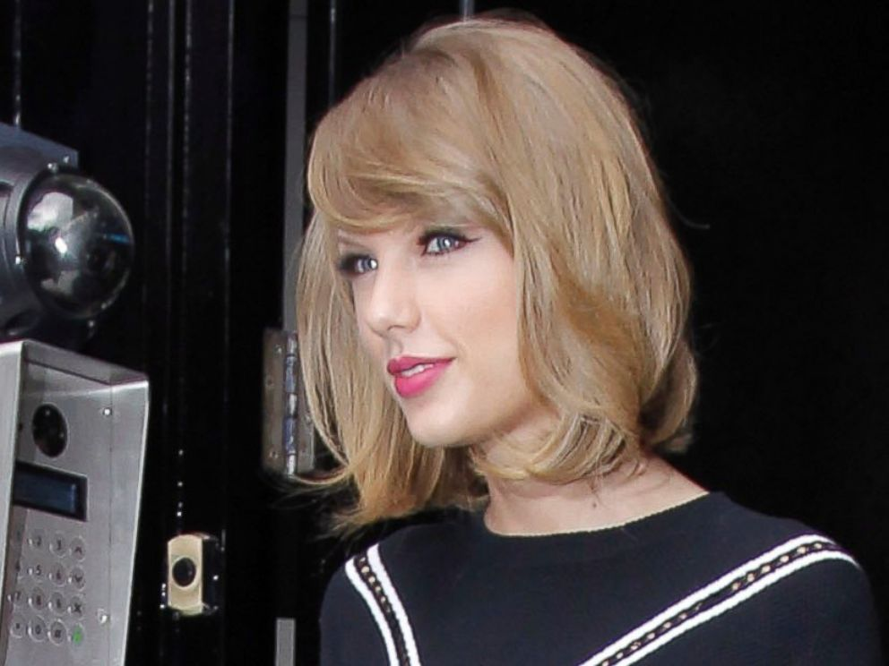 Taylor Swift Jokingly Called Out Justin Long For Singing Shake It Off At Knicks Game Abc News