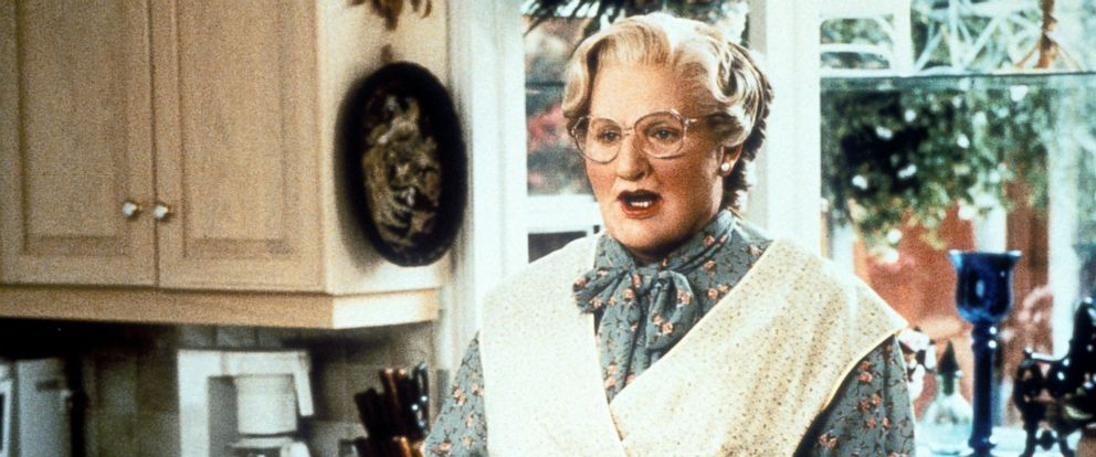 """PHOTO: Robin Williams in the kitchen in a scene from the film """"Mrs. Doubtfire,"""" 1993."""