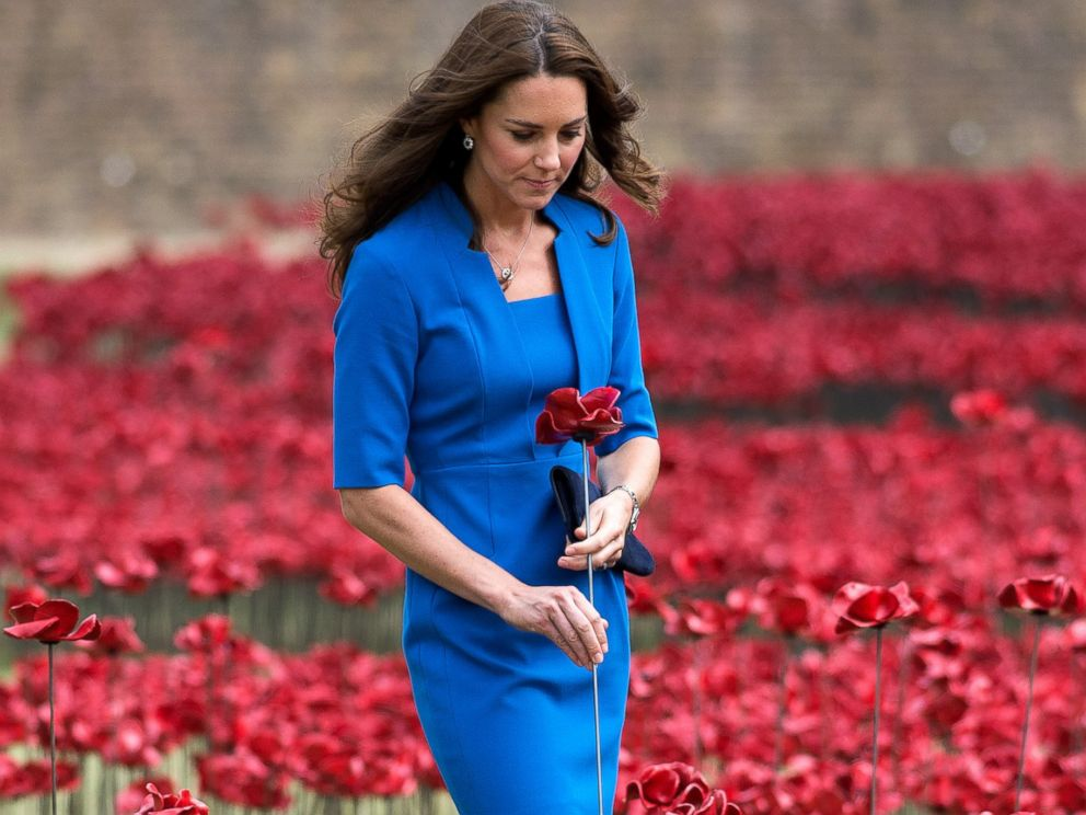 PHOTO: Catherine, Duchess of Cambridge visits The Tower Of Londons Ceramic Poppy installation Blood Swept Lands and Seas of Red in London, England, Aug. 5, 2014.