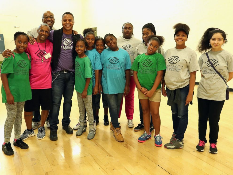 PHOTO: Cuba Gooding Jr. talks to Boys & Girls Clubs of Metro Los Angeles/Watts Willowbrook site members about the Maytag Dependable Leader Awards, Aug. 16, 2016, in Los Angeles.