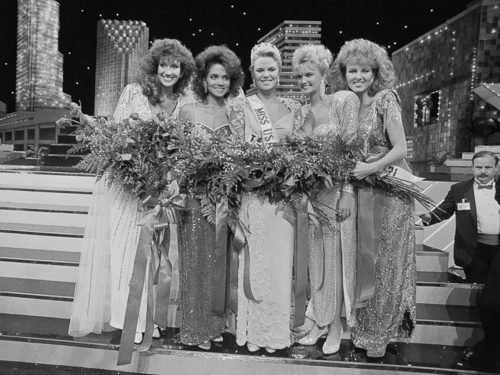 PHOTO: Miss America Pageant 1986, 2nd runner-up; Miss Ohio, Halle Berry, second from left.