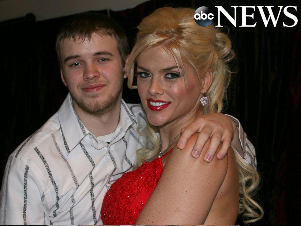 Anna Nicole Smith Pregnant - Adult Gallery-5881