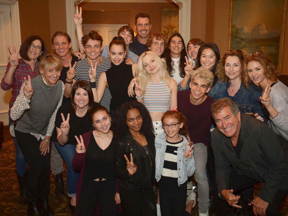 PHOTO: The cast of Disneys Descendants 2.