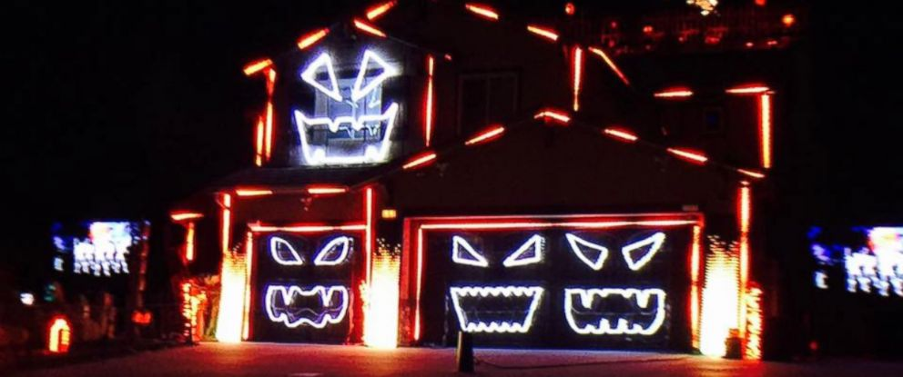 California Home Glows With Epic 'Time Warp' Halloween Light Show ...