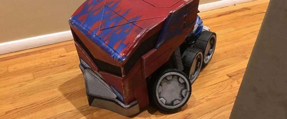 PHOTO: Dad Lawrence Asuncion built his son a transforming Optimus Prime Halloween costume.