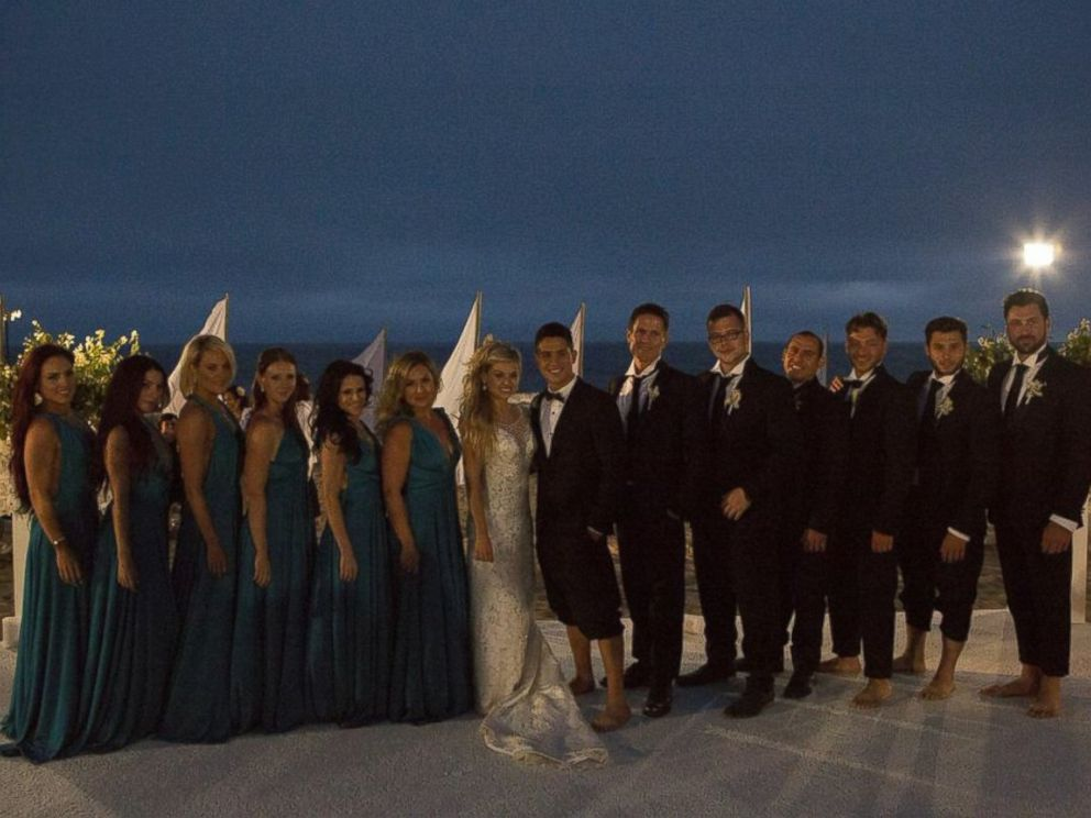 PHOTO: A group photo of the entire wedding party.