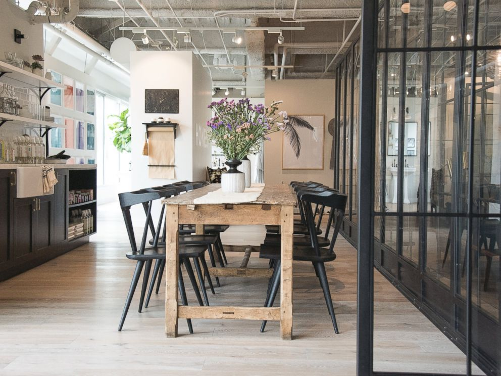 PHOTO: The office in Playa Vista, California that houses The Honest Companys 450-plus employees was completely empty when the company moved in. Jessica Alba worked with an architect before hiring design firm Consort.