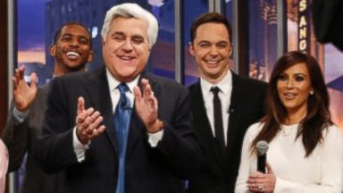 PHOTO: Oprah Winfrey leads celebrities in a farewell song for Jay Leno, Feb. 6. 2014.