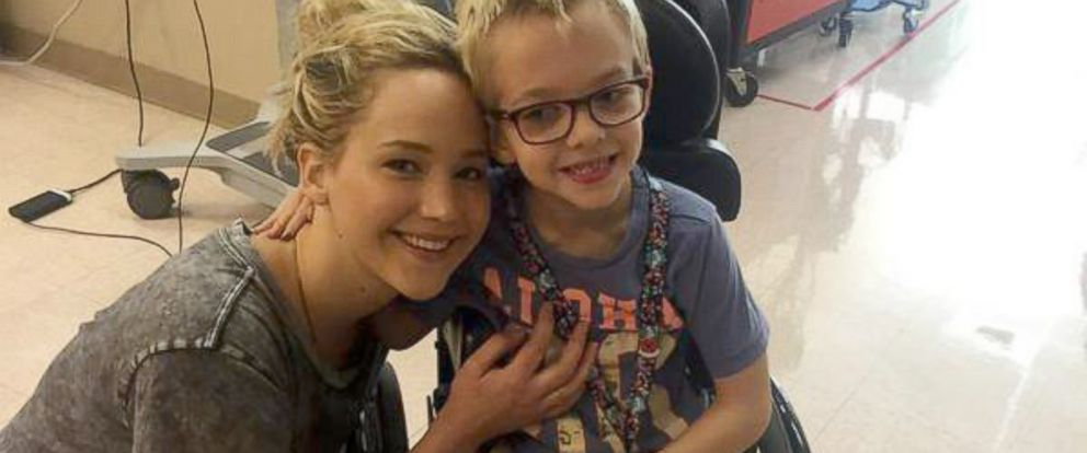 PHOTO: Jennifer Lawrence visits sick children at a Shriners hospital in Canada.