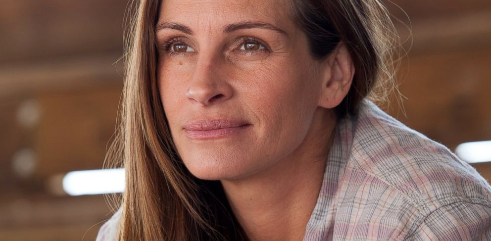 Julia Roberts Reveals Who Gets to See Her With No Makeup