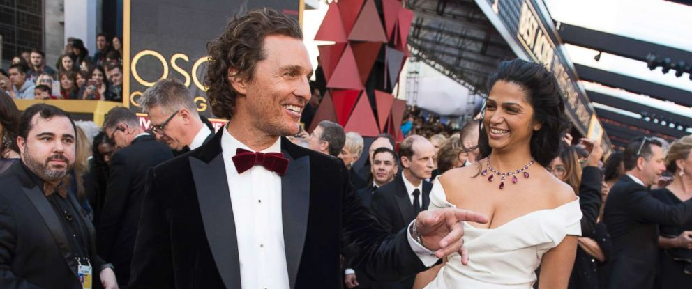 PHOTO: Matthew McConaughey and Camila Alves arrive for the Oscars, March 4, 2018, in Hollywood, Calif.