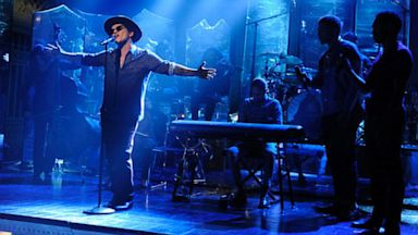 """PHOTO: Bruno Mars performs on """"Saturday Night Live,"""" episode 1625."""