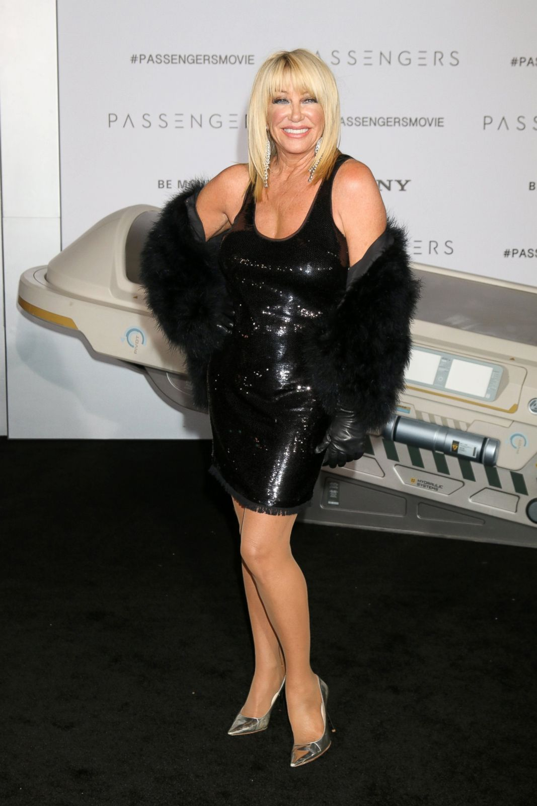 Suzanne Somers Hits Carpet In Black Dress Picture  Fab Over 50 - Abc News-2476
