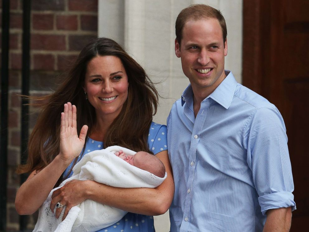 PHOTO:Prince William, Duke of Cambridge and Catherine, Duchess of Cambridge, depart The Lindo Wing with their newborn son, Prince George, at St Marys Hospital on July 23, 2013 in London, England.