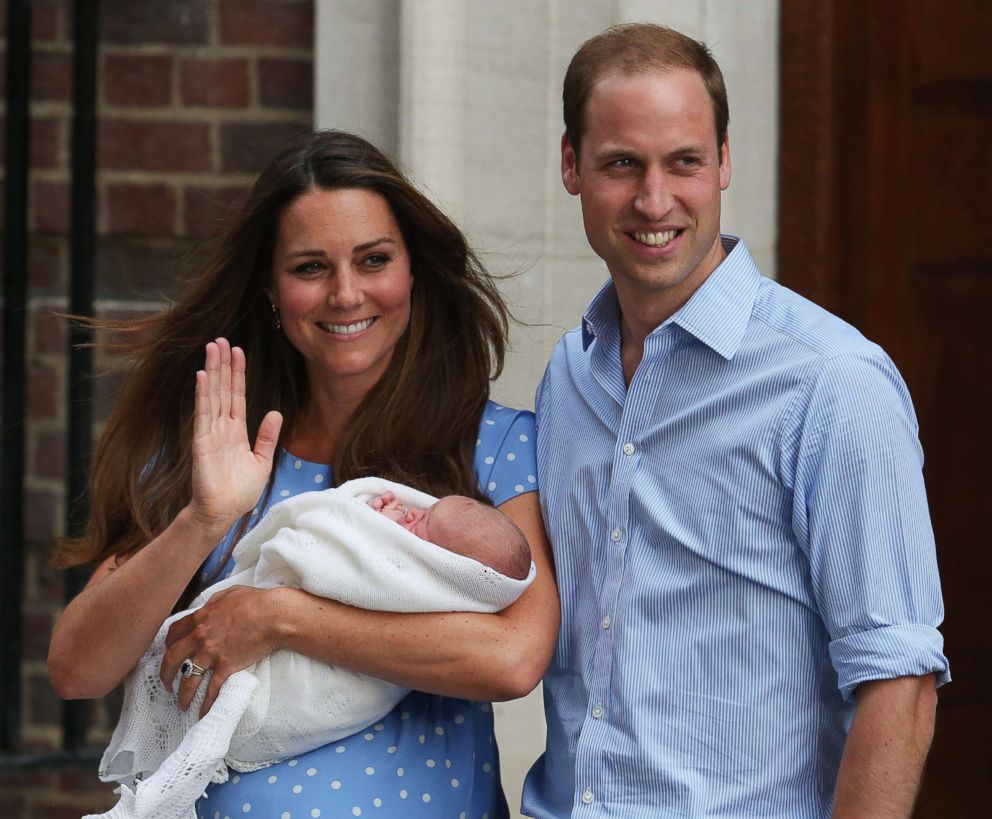 PHOTO:Prince William, Duke of Cambridge and Catherine, Duchess of Cambridge, depart The Lindo Wing with their newborn son, Prince George, at St Marys Hospital on July 23, 2013, in London.