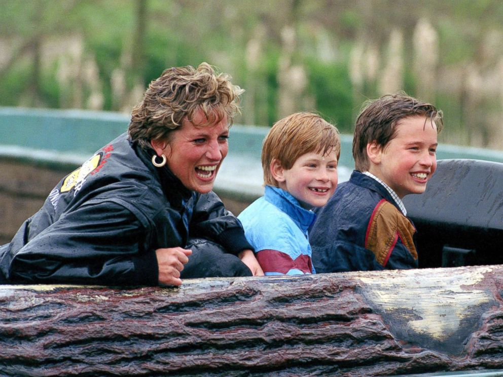 PHOTO: Diana, Princess of Wales, Prince William and Prince Harry visit Thorpe Park Amusement Park, April 13, 1993.